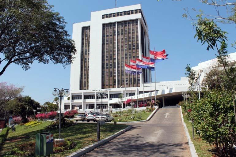 Concejales de Asunción demoran anulación de contrato con Parxin