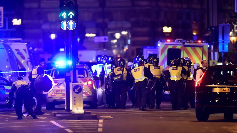 Furgoneta atropella a decenas de peatones en Londres