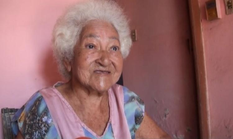 Desconocidos maniatan y asaltan a una mujer de 94 años
