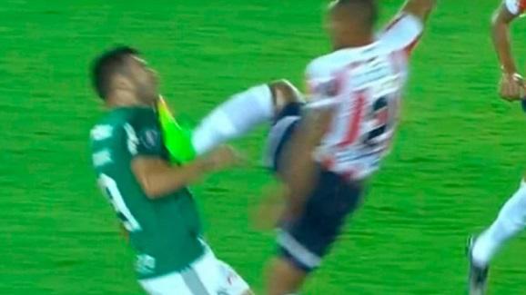 La criminal patada de Gutiérrez en el Junior vs Palmeiras