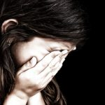 Denuncian a hombre por abusar de su hijastra y de su amiga de nueve años