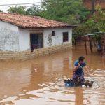 Rescatan a más de 500 personas tras inundación en Limpio